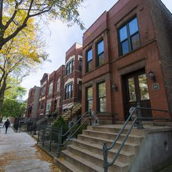 Row of apartments and homes on Flournoy Street in Little Italy. | Tyler LaRiviere/Sun-Times