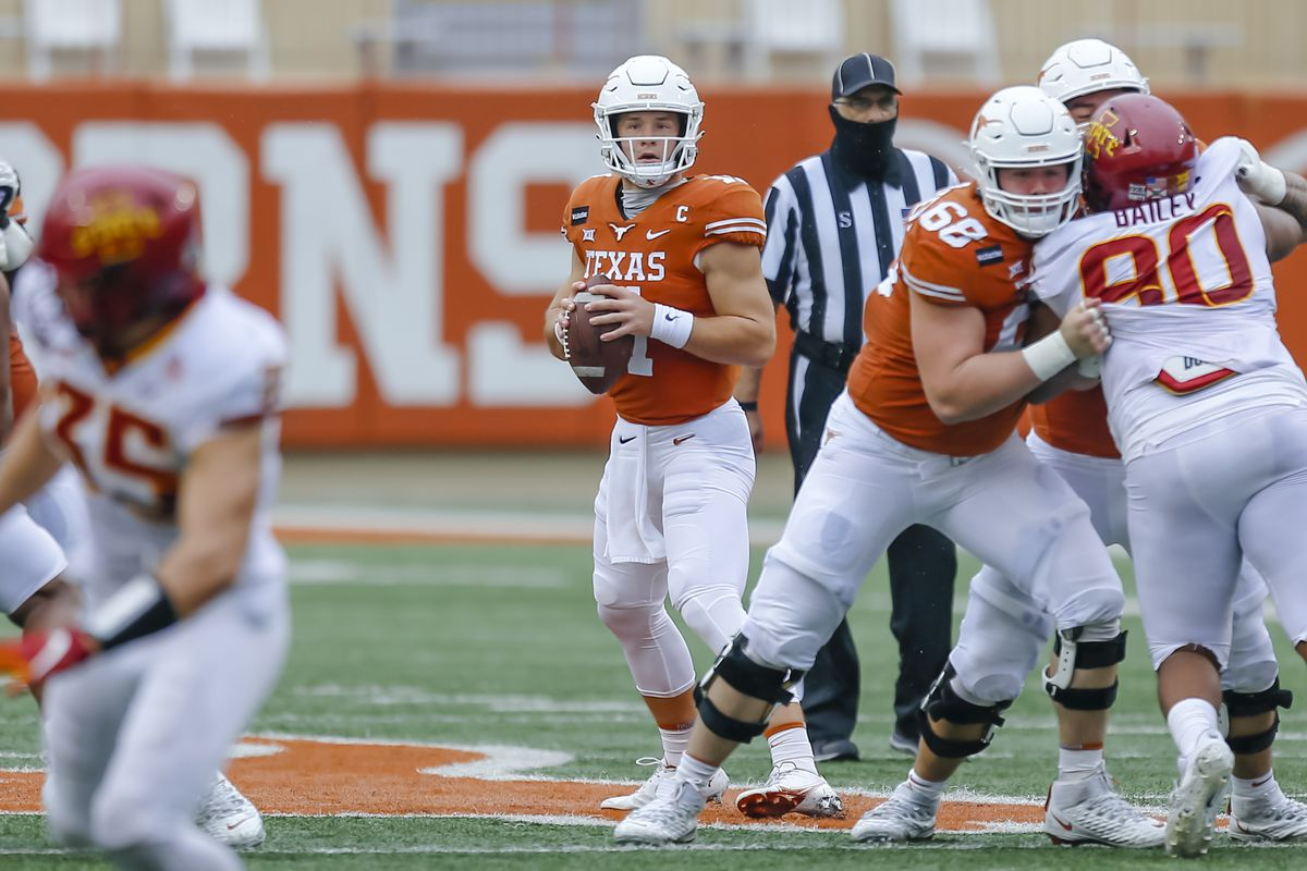 Texas Longhorns quarterback Sam Ehlinger looks downfield for an open receiver during the game between the Texas Longhorns and the Iowa State Cyclones on November 27, 2020 at Darrell K Royal - Texas Memorial Stadium in Austin, Texas.