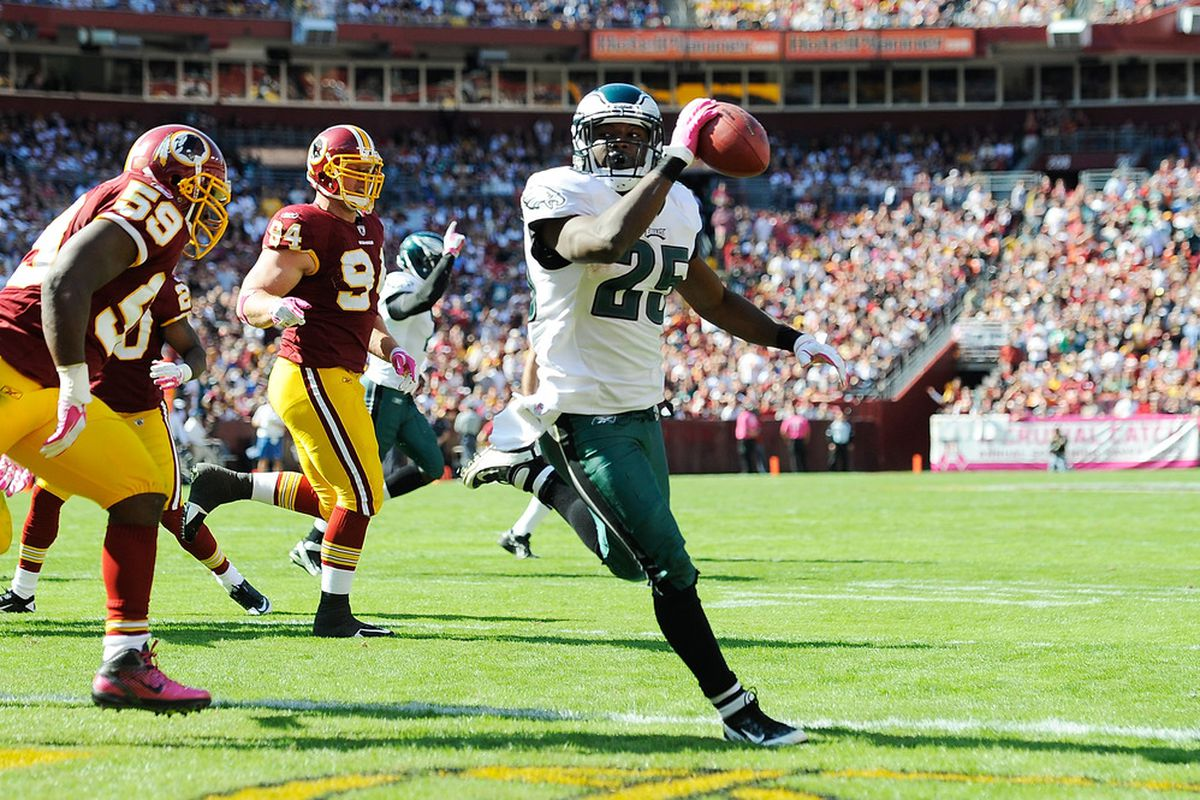 LANDOVER, MD - OCTOBER 16:   LeSean McCoy #25 of the Philadelphia Eagles scores a touchdown against the Washington Redskins during a game at FedExField on October 16, 2011 in Landover, Maryland.  (Photo by Patrick McDermott/Getty Images)
