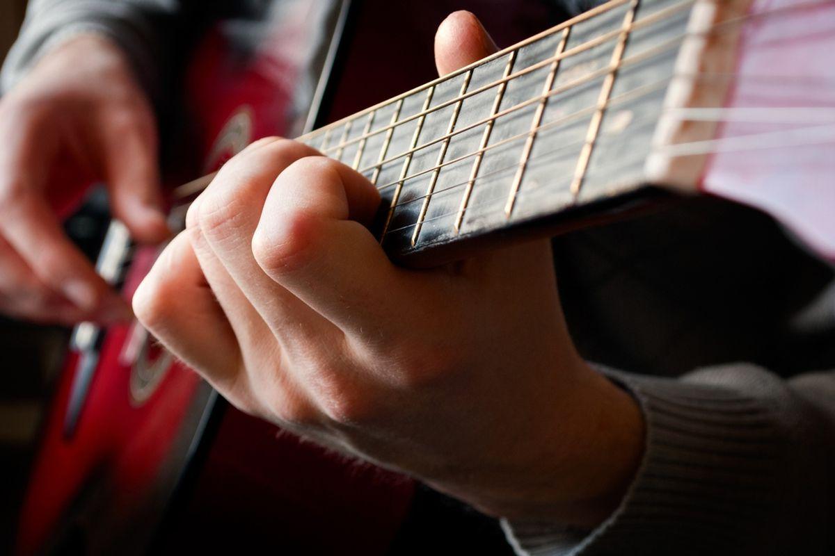 guitar (shutterstock sergign)