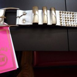 """If you pay $179 for <a href=""""http://www.ebay.com/itm/Versace-H-M-Silver-Leather-Studded-Belt-XS-VIP-Bonuses-/220892581927?pt=US_Women_s_Belts&hash=item336e395027"""" rel=""""nofollow"""">this XS silver studded belt</a>, you also get a copy of the invite to the"""