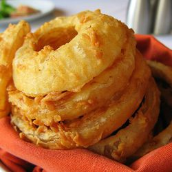 """Onion Rings from Porter House (<a href=""""http://offthebroiler.wordpress.com/2007/11/25/otb-in-depth-porter-house-new-york-and-chef-michael-lomonaco/"""" rel=""""nofollow"""">Off the Broiler</a>)"""