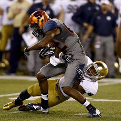 Elijah Shumate hauls down a Syracuse receiver