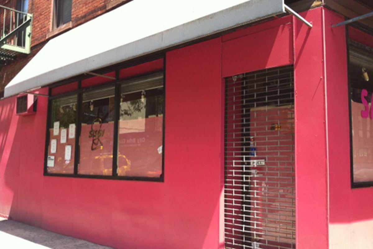 """Image via <a href=""""http://ilovednewyork.com/2010/08/10/cest-la-vie-sissy/"""">I Loved New York</a>"""