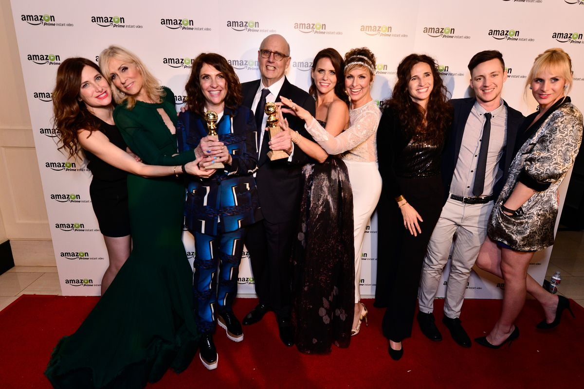 The cast and crew of Transparent celebrate their victory at the 2015 Golden Globe awards.