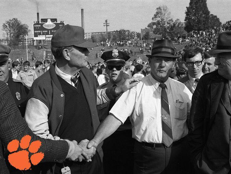 """""""Bear"""" Bryant (left) & Frank Howard (right) post-game at Clemson [https://s-media-cache-ak0.pinimg.com/736x/b8/41/98/b84198bdc089162392263b97a462b346.jpg]"""