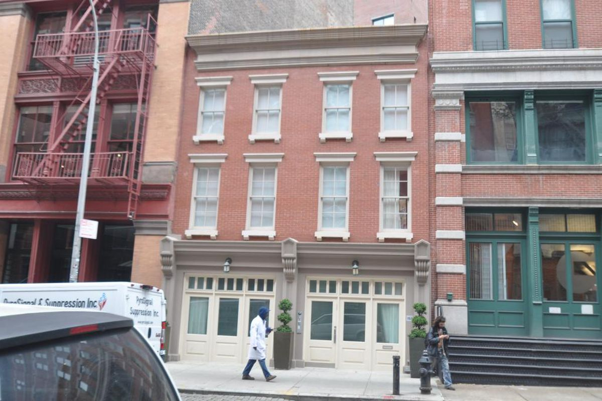Lawsuit alleges taylor swift owes broker 1m for tribeca for Tribeca townhouse for sale