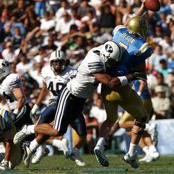Bryan Kehl sacks UCLA quarterback Ben Olson in 2007.