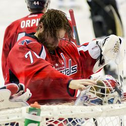 Holtby About to Put on Mask