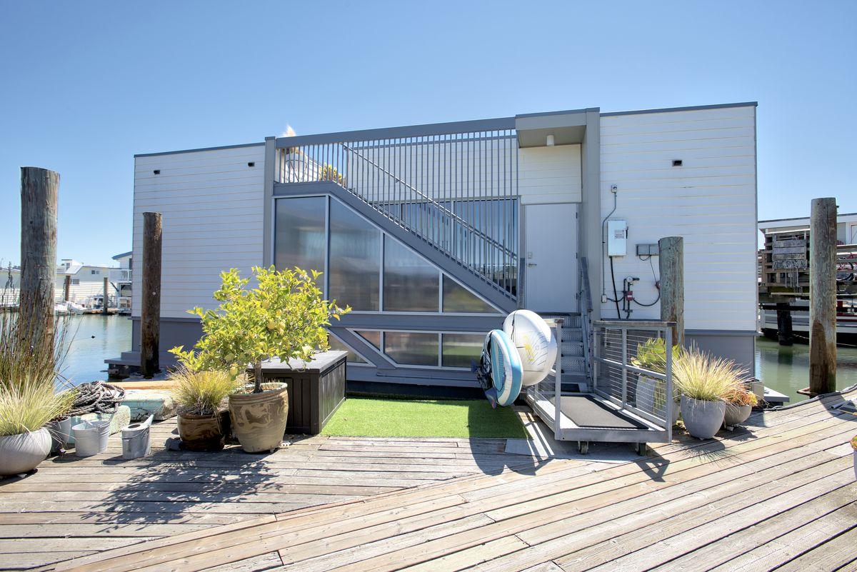 Sailing-Stream.fr ⚓ Vivez la vie maritime sur cette élégante maisons flottantes à Sausalito ⚓ Péniches