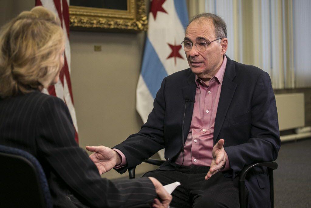 David Axelrod talks with Sun-Times reporter Fran Spielman at City Hall Friday, Dec. 7, 2018.   Rich Hein/Sun-Times