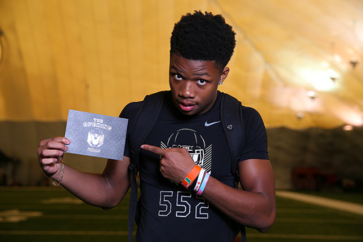 Four-star LB Quay Walker picks Georgia after throwing aside Tennessee hat