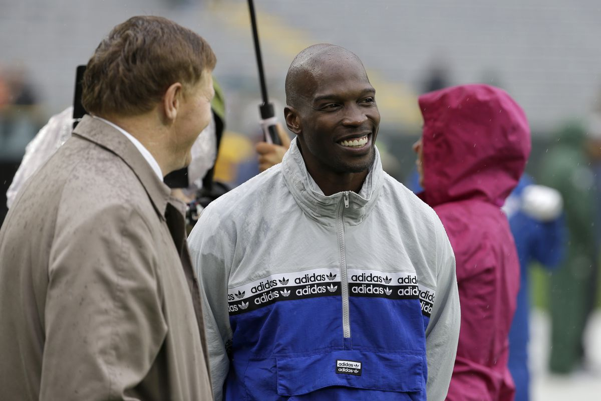 Former NFL player Chad Johnson left a $1,000 tip for his waiter after dining at a restaurant in Florida.