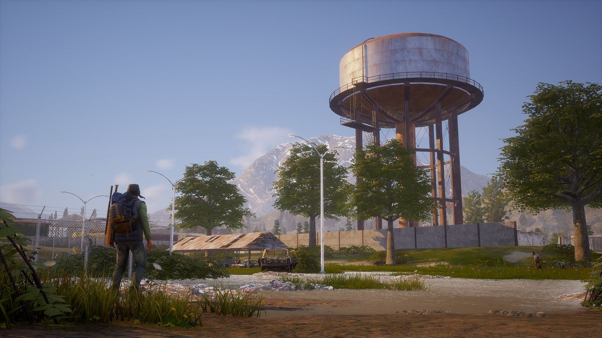 State of Decay 2 - man approaching a water tower