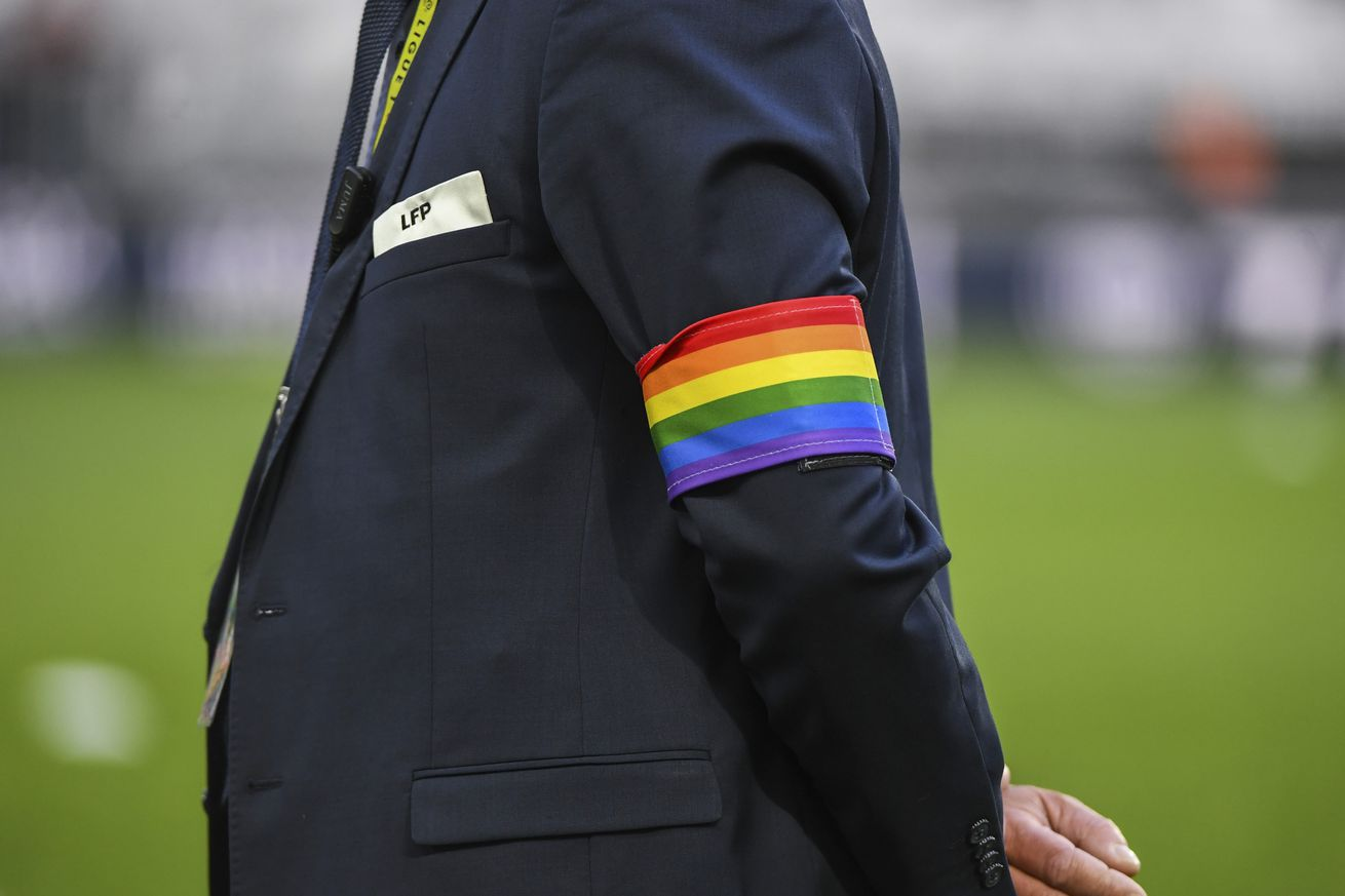 FIFA's 'new' policy says refs can shut down games for anti-gay chants, but...