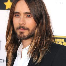 Jared and hair at the Critics' Choice Awards Last night. Images via Getty.