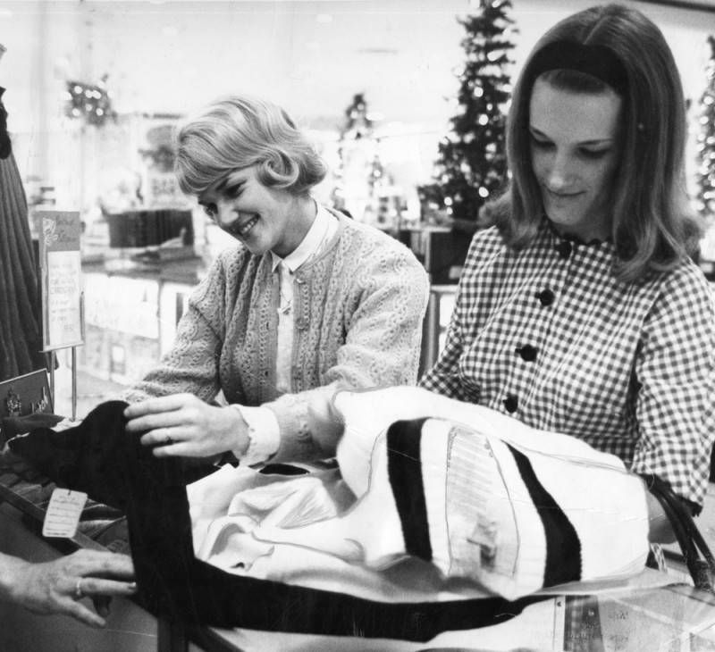 Christmas shoppers, Robinson's