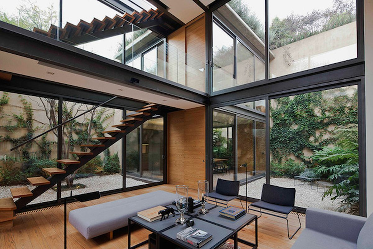 """All photos by <a href=""""http://www.onnisluque.com/"""">Onnis Luque</a> via <a href=""""http://www.designboom.com/architecture/andres-stebelski-as-arquitecto-house-with-four-courtyards-mexico-city-05-26-2015/"""">Designboom</a>"""