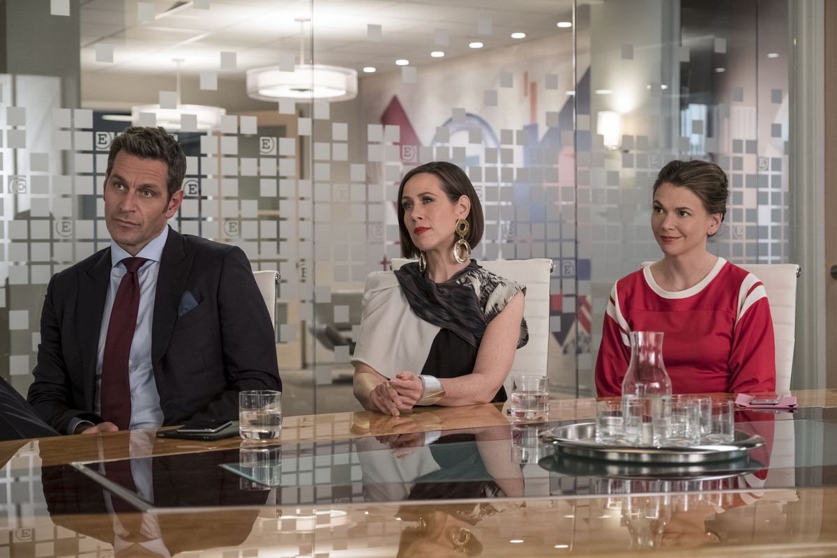 Miriam Shor in some exceptionally large earrings as Diana Trout in season 4 of Younger.
