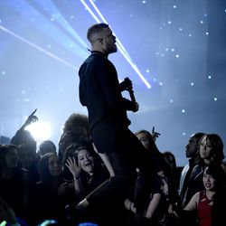 """Dan Reynolds of Imagine Dragons performs """"Believer"""" at the Billboard Music Awards at the T-Mobile Arena on Sunday, May 21, 2017, in Las Vegas. (Photo by Chris Pizzello/Invision/AP)"""