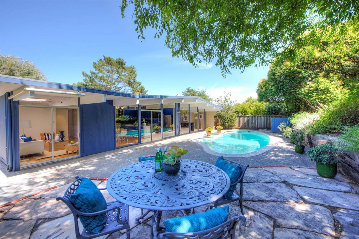 California Eichler trimmed in blue asks $1.2M - Curbed