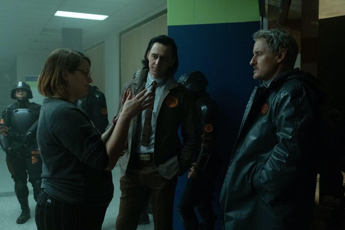 Loki Director Kate Herron directing Tom Hiddelston and Owen Wilson on the set of Loki
