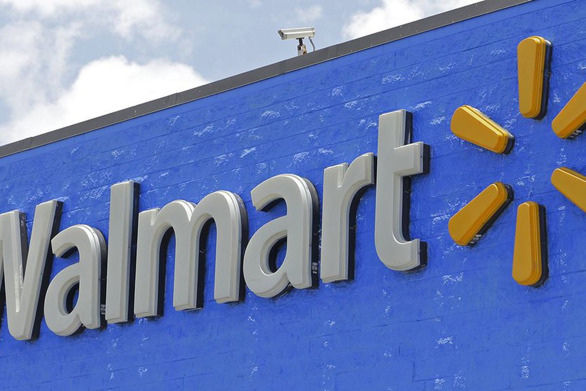 Walmart boosts starting pay to $11 an hour, offers bonuses