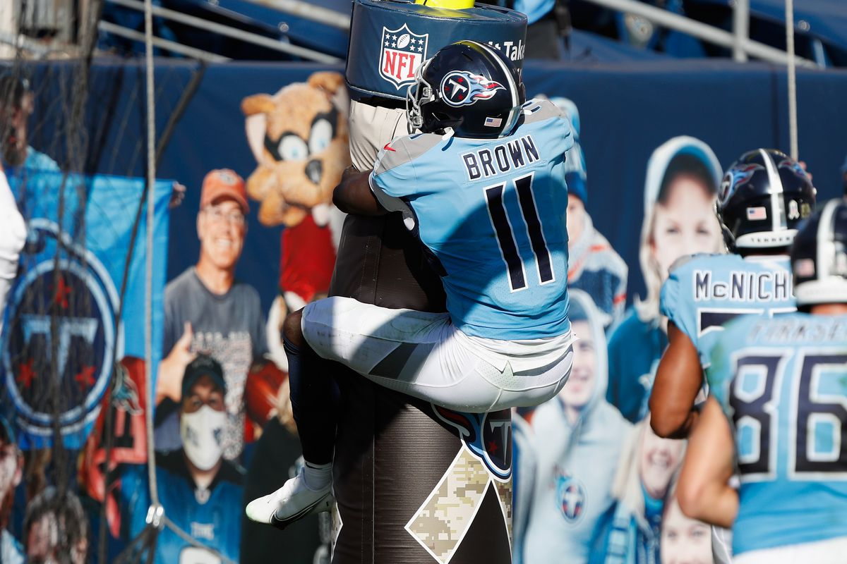 A.J. Brown #11 of the Tennessee Titans hugs the goal post after a first half touchdown against the Chicago Bears at Nissan Stadium on November 08, 2020 in Nashville, Tennessee.