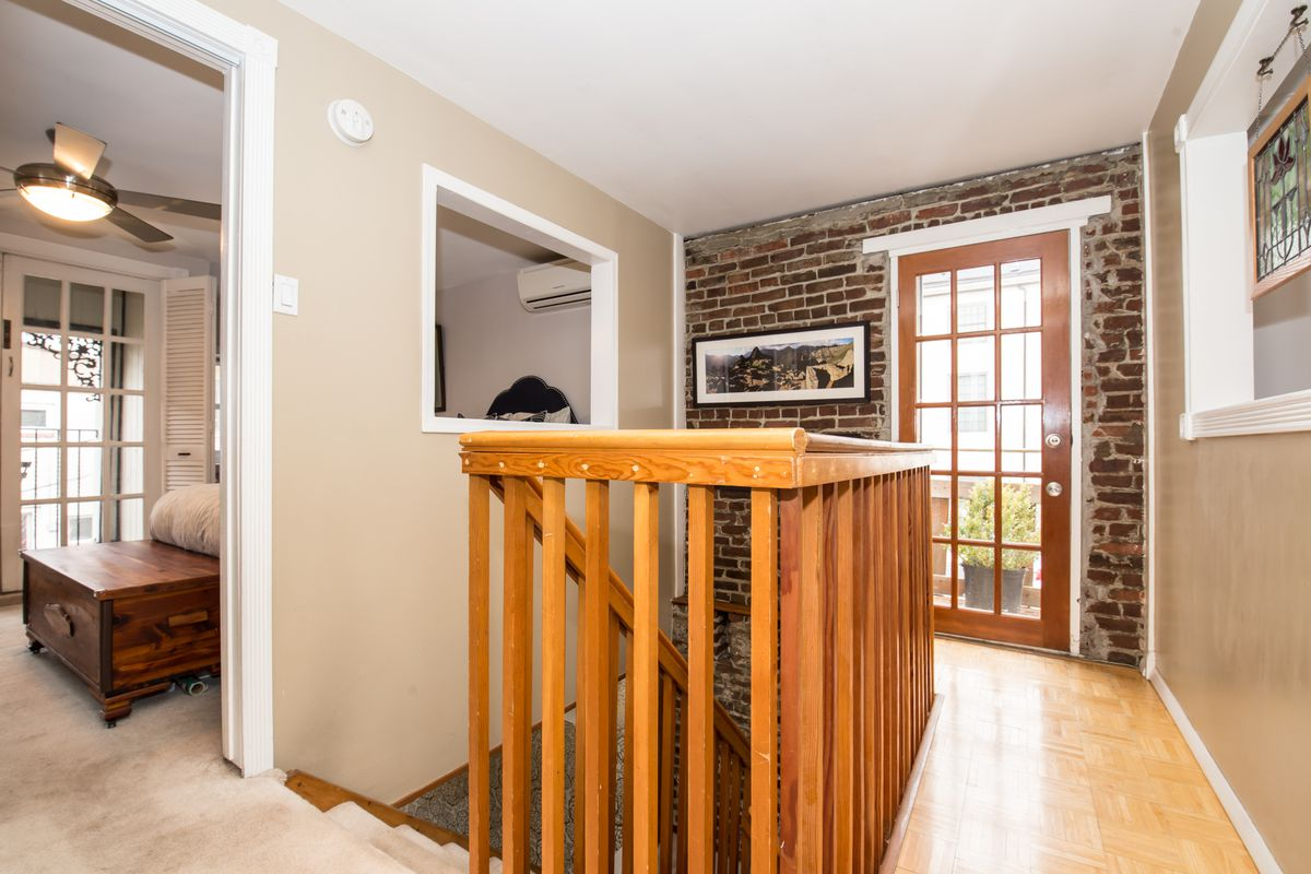 Converted Carriage House In Bella Vista Asks 450k
