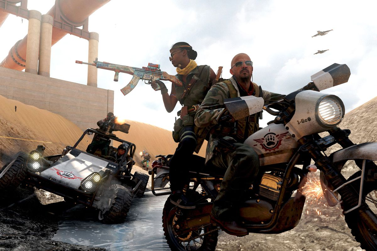 Call of Duty: Warzone players ride a motorcycle while people in a dune buggy chase them