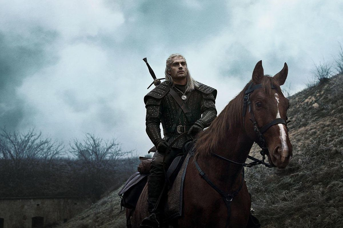 Geralt, a silver-haired knight, on a brown horse, Roach, in The Witcher