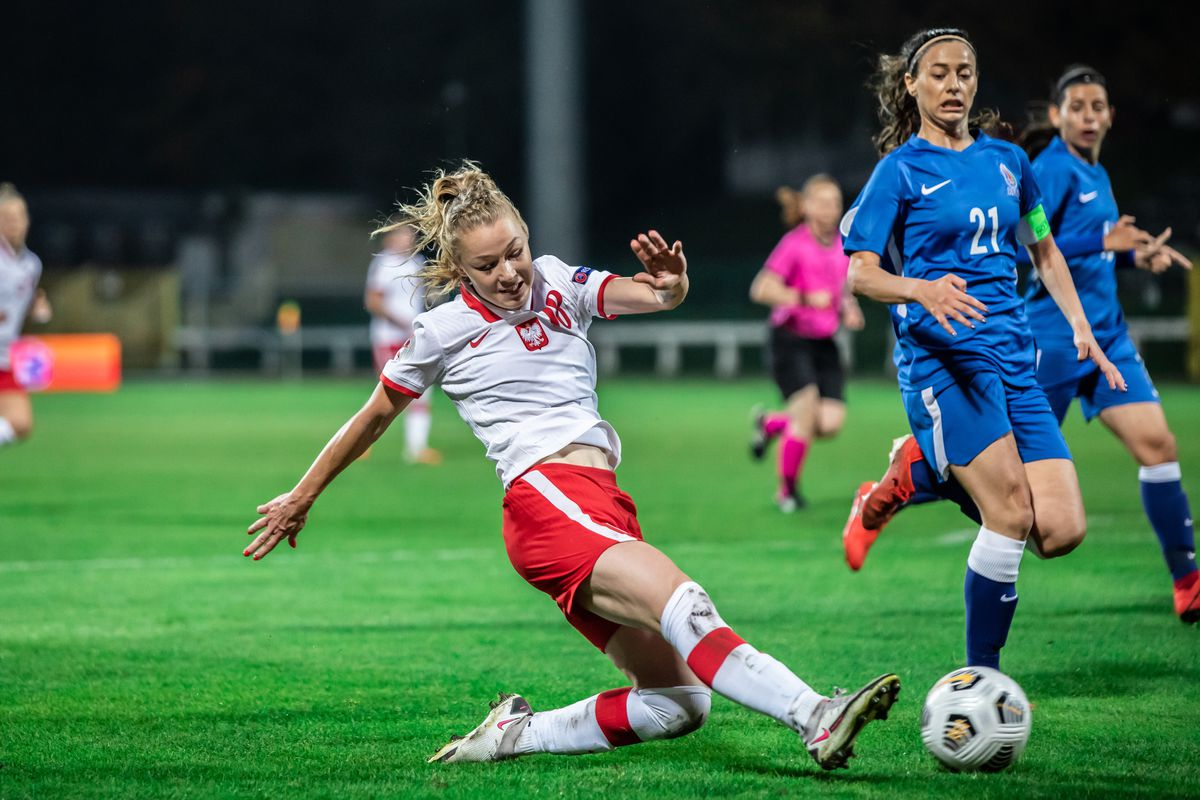 Weronika Zawistowska of Poland and Aysun Aliyeva of...