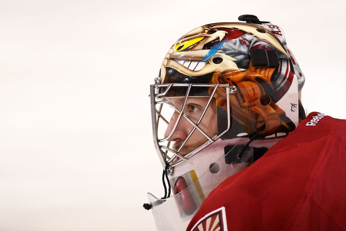 GLENDALE, AZ - OCTOBER 18:  Goaltender Mike Smith #41 of the Phoenix Coyotes warms up before the NHL game against the Chicago Blackhawks at Jobing.com Arena on October 18, 2011 in Glendale, Arizona.  (Photo by Christian Petersen/Getty Images)