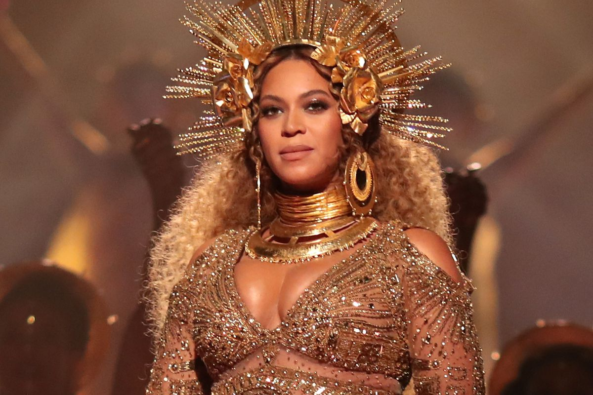 LOS ANGELES, CA - FEBRUARY 12: Singer Beyonce during The 59th GRAMMY Awards at STAPLES Center on February 12, 2017 in Los Angeles, California.  (Photo by Christopher Polk/Getty Images for NARAS)