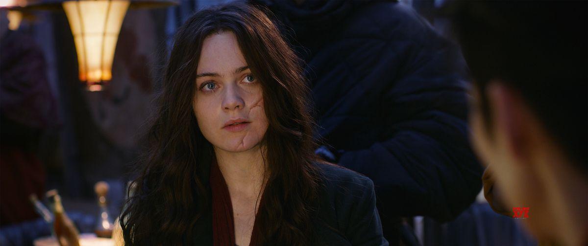 Hera Hilmar as Hester Shaw in Mortal Engines.