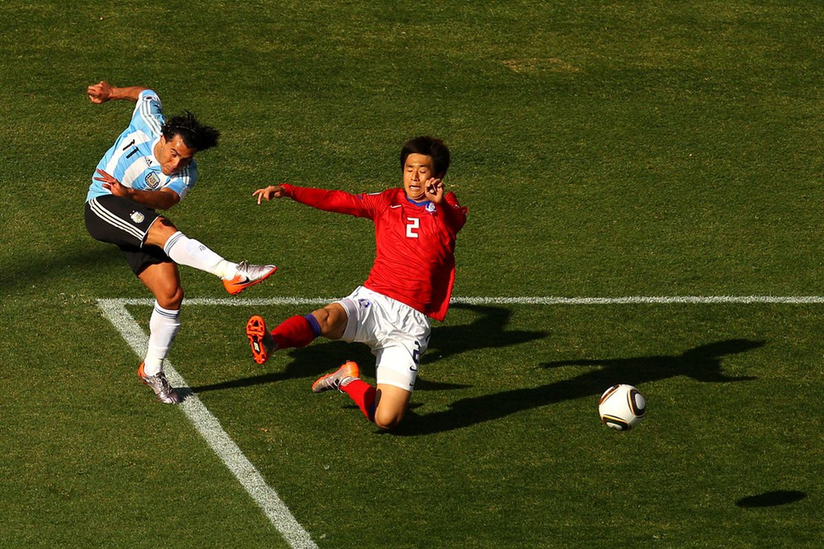 Carlos Tevez goes close during Arentina's victory over South Korea. (Picture from Getty images)