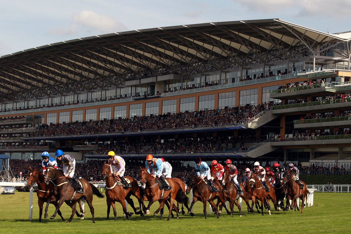 ASCOT, ENGLAND - JUNE 14:  A general view of The Ascot Stakes during day one of Royal Ascot at Ascot racecourse on June 14, 2011 in Ascot, England.  (Photo by Julian Finney/Getty Images)