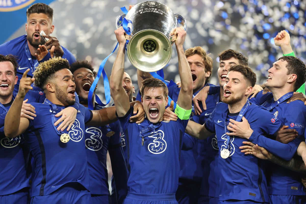 Chelsea players celebrate with the  2021Champions League trophy