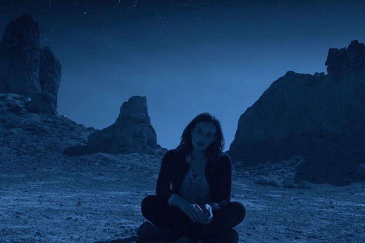 Simmons (Elizabeth Henstridge) waits.