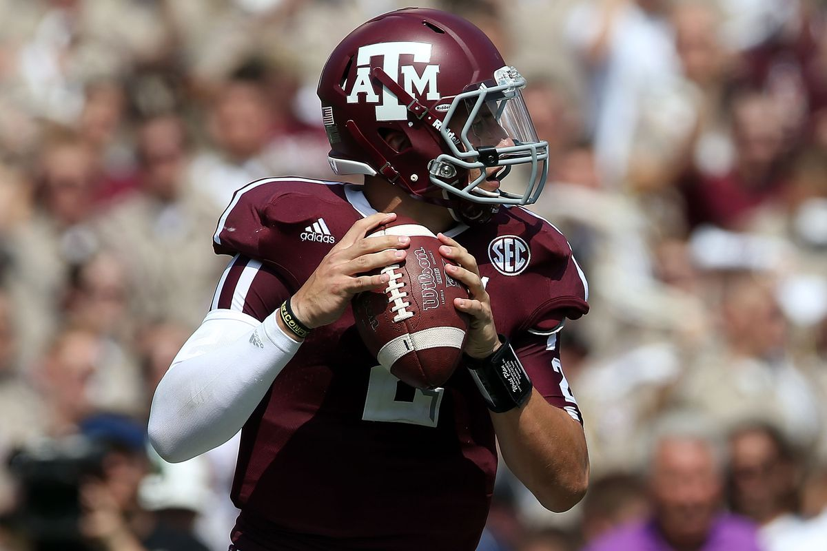 COLLEGE STATION, TX - SEPTEMBER 08:  Johnny Manziel #2 of the Texas A&M Aggies throws the ball against the Florida Gators at Kyle Field on September 8, 2012 in College Station, Texas.  (Photo by Ronald Martinez/Getty Images)