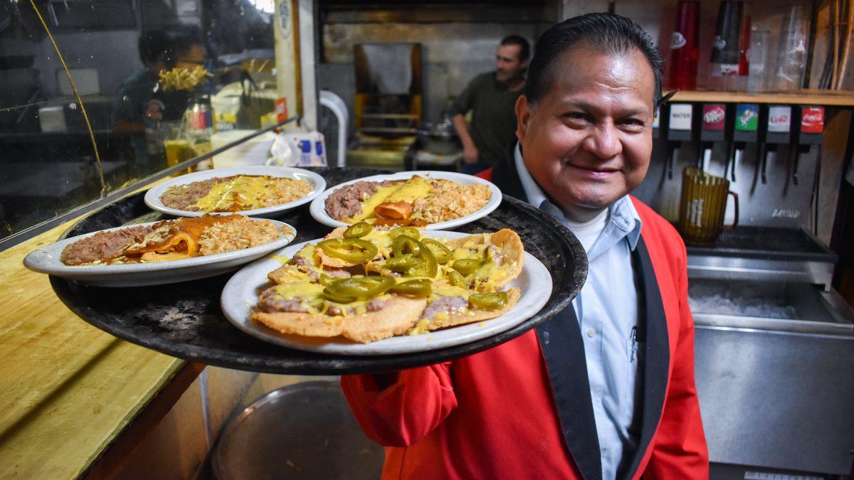 Longtime El Patio waiter Jaime Arriola with a platter of food