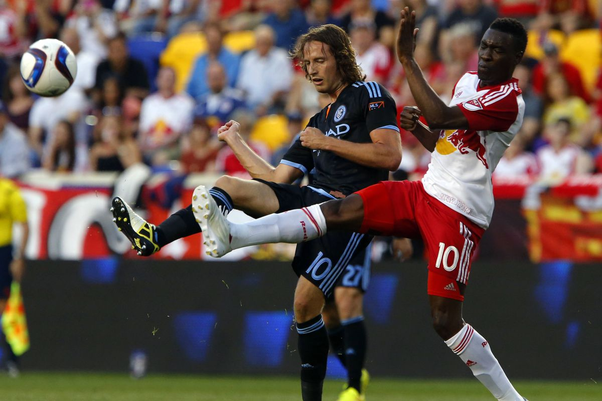 Lloyd Sam Challenges Mix Diskerud in first MLS NYC Rivalry