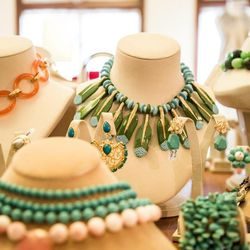 The chunky necklace table