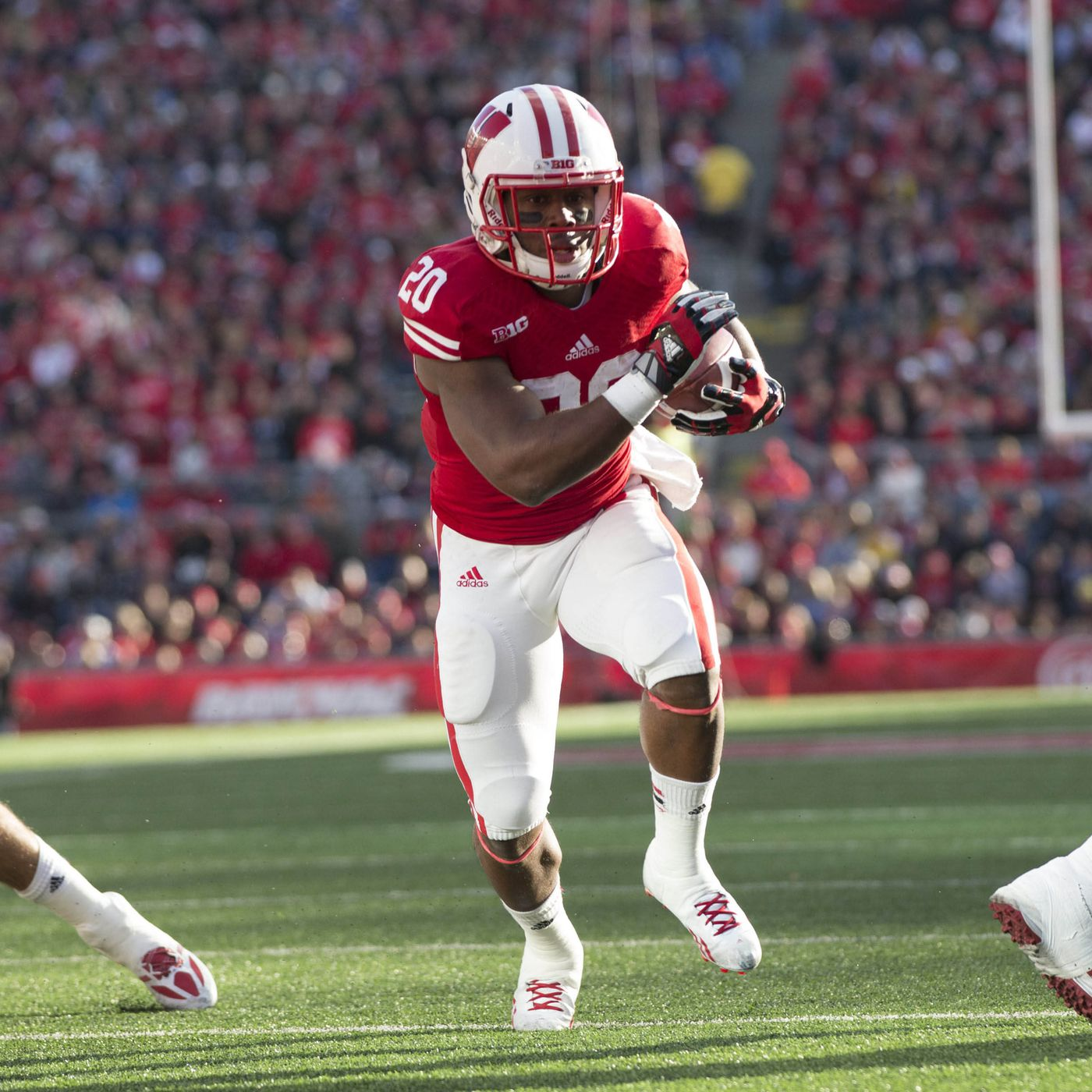 BYU vs. Wisconsin final score: James White, Badgers cruise on the ...