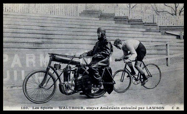 Bobby Walthour behind his pacer, Gussie Lawson