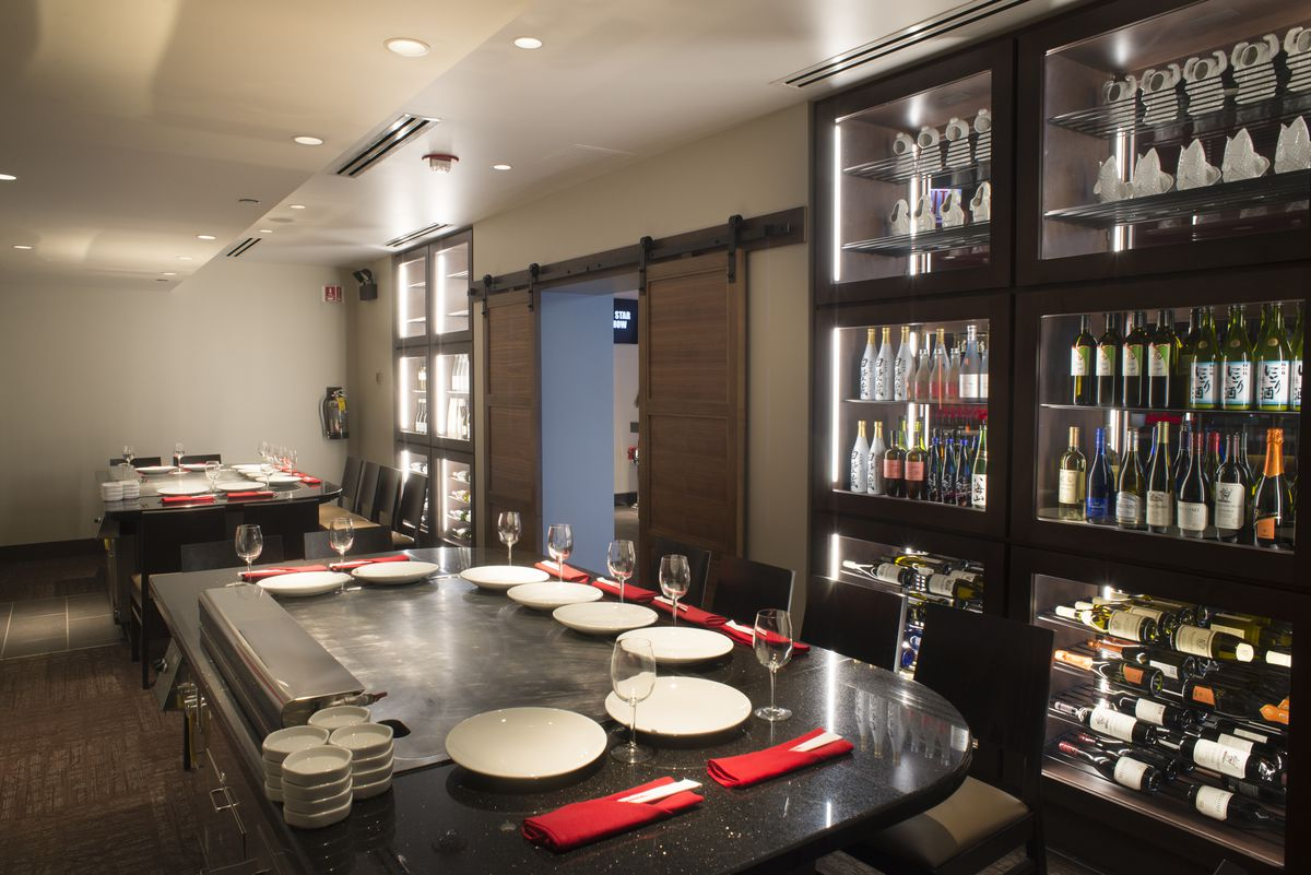 Inside Benihana Bringing Hibachi Theatrics Back To Chicago After 10 Years Eater Chicago