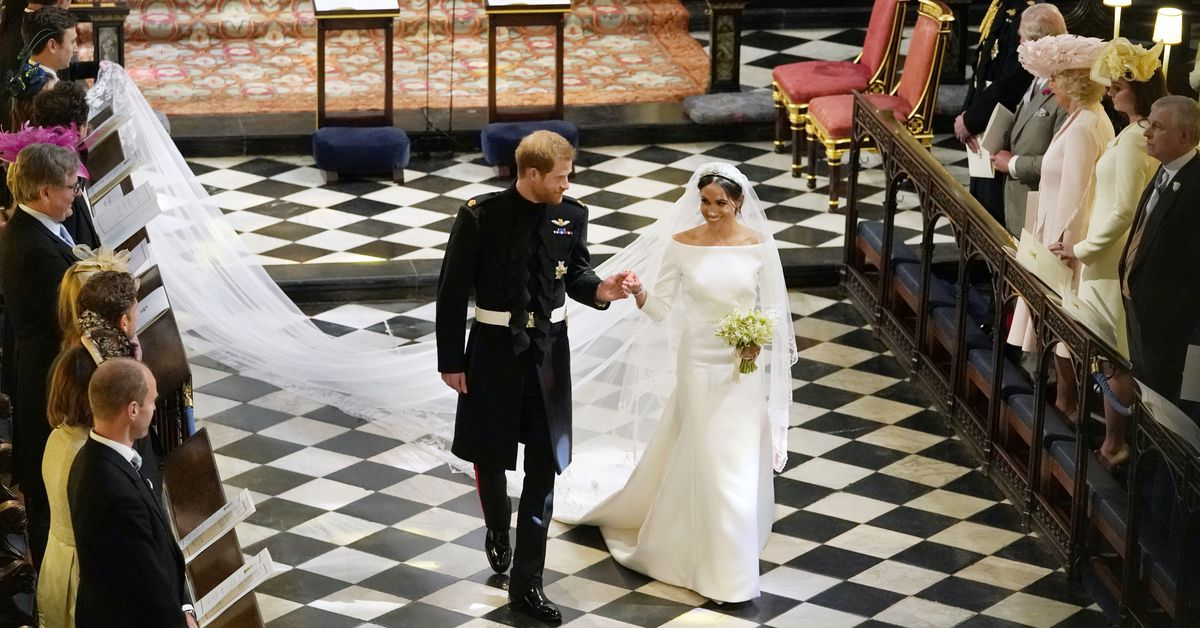 Everton Dressing Room in Vicious Row Over Royal Wedding Dress ...