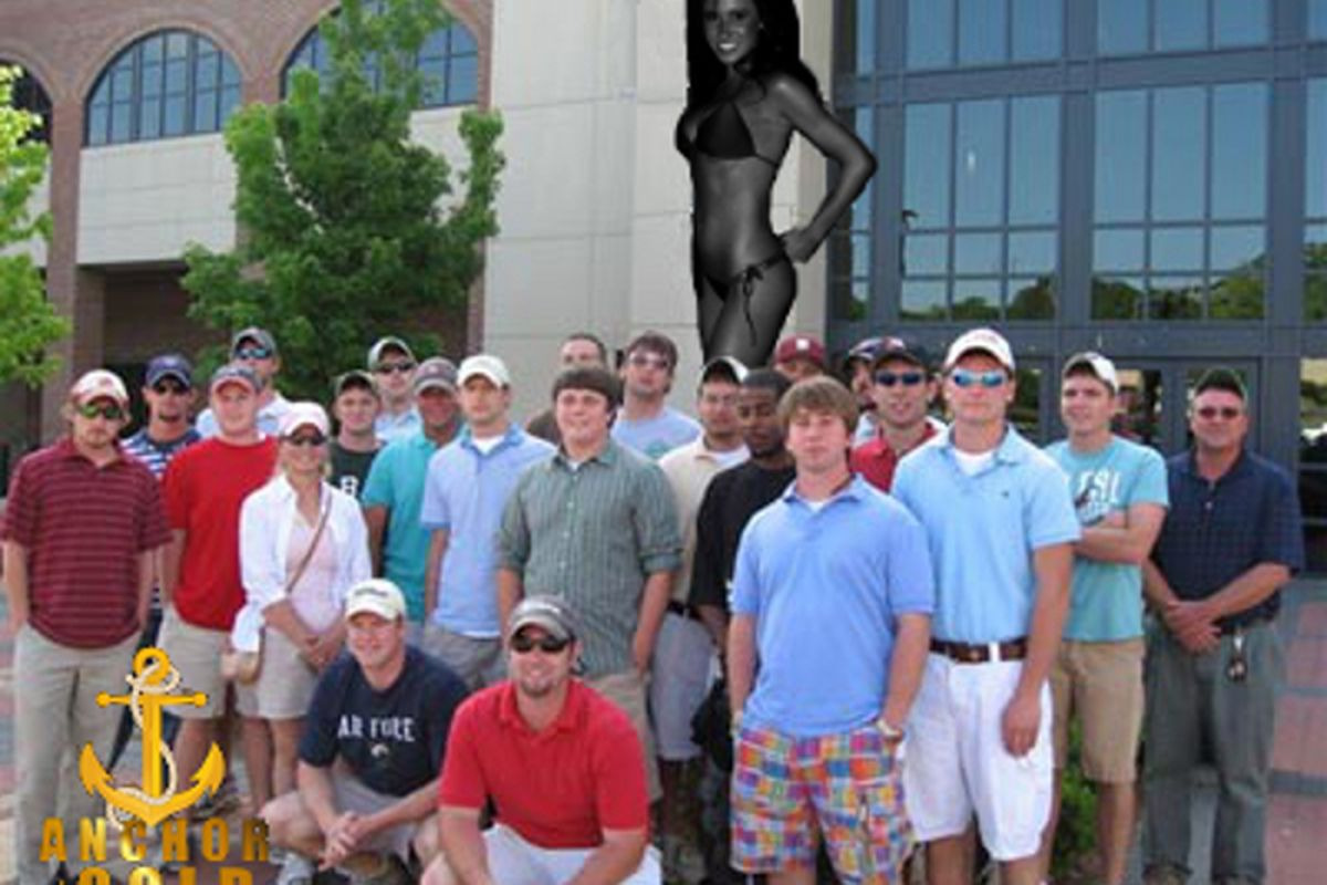 A Florida State horticulture class poses with the famous Jenn Sterger statue outside Doak Campbell Stadium. '<em>Shop by Gumbercules, of course.</em>