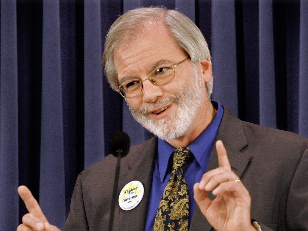 Illinois gubernatorial Green Party candidate Rich Whitney speaks at a news conference at the Illinois State Capitol in Springfield in this Sept. 25, 2006 file photo. (AP Photo/Seth Perlman)