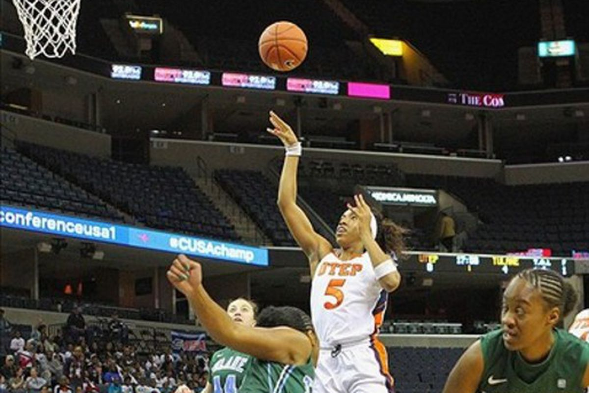Kayla Thornton scored the game winning free throws for the Mystics in their second win of the preseason.
